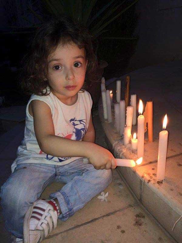 جولولي | صور مبكية لابنة الفنانة السورية الراحلة رندة مرعشلي.. شاهد