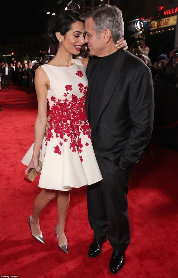 جولولي   جورج كلوني وزوجته يخطفان الأنظار في العرض الخاص لـ«hail ceaser».. صور