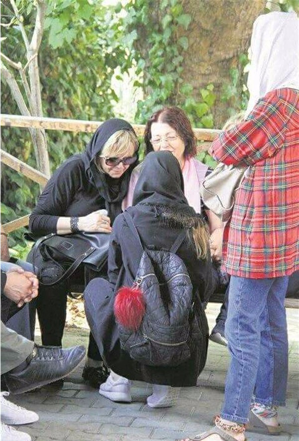 جولولي   وفاة جدة اسلي انفر وحبيبها يمنع وصول الصحفيين لها.. صور