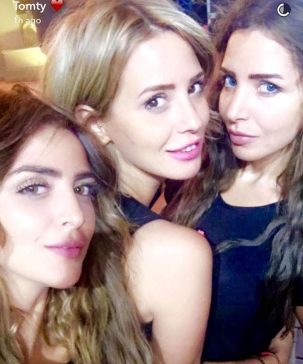 جولولي | إيمان العاصي تنشر صورة مع شقيقتيها والجمهور يغازلها.. شاهد
