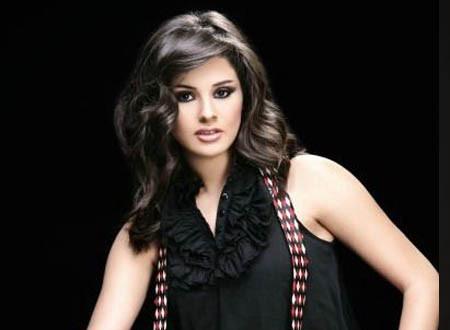 نسرين إمام بنفس فستان سميرة سعيد.. صور