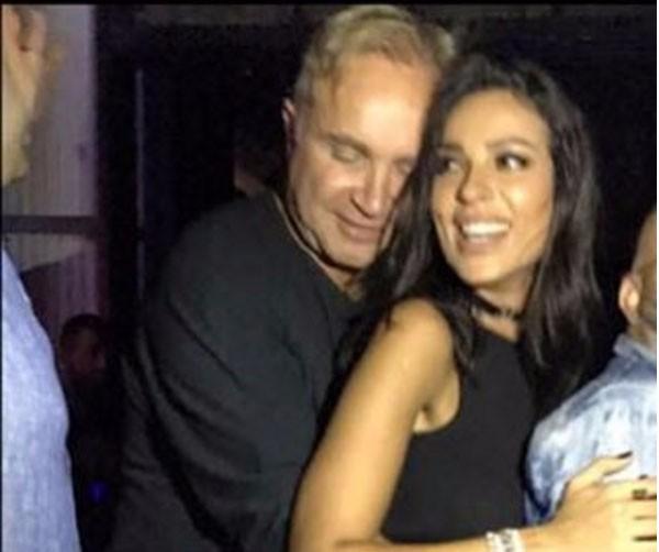 صورة خاصة وجريئة تكشف لحظة الاشتياق بين نادين نسيب نجيم وزوجها