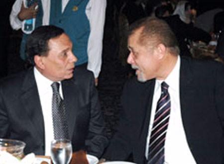 تفاصيل الخلاف الحاد الذي دام 12 عامًا بين محمود عبد العزيز وعادل إمام