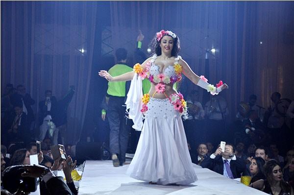 دينا و صوفينار و امينة و عمرو ربيع يشعلون احفل رأس السنة في الكونراد