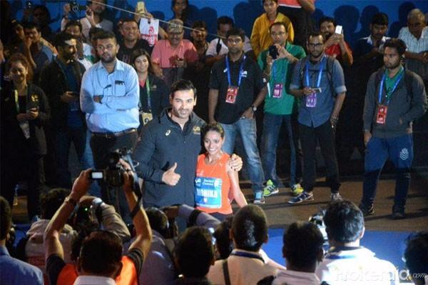 بالصور.. جون ابراهام وجوهي تشاولا يقودان «ماراثون مومباي» 2017