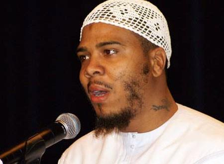f0f69ac8c جولولي | بيلي مغني راب أمريكي يعتنق الإسلام ويتزوج يمنية ويعمل بائع ...