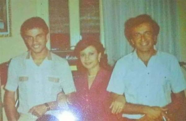 الهضبة عمرو دياب في شبابه