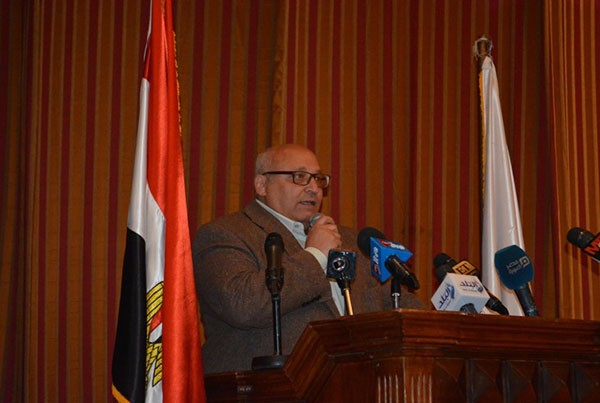 محمد فؤاد يبكي في احتفاليه ام الشهيد بجامعه عين شمس