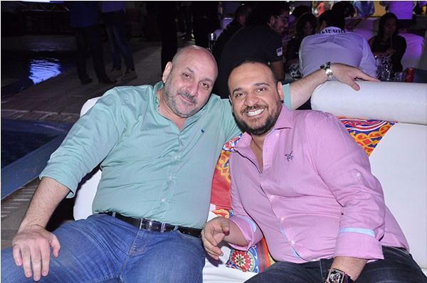 احمد عدوية يطرب رواد خيمة مولانا بأشهر المواويل ويحتفل بعيد ميلاد ابنته