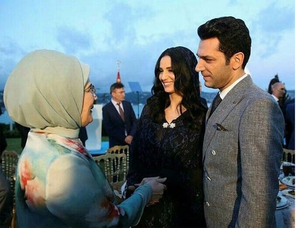 مراد يلدريم وزوجته مائدة الإفطار