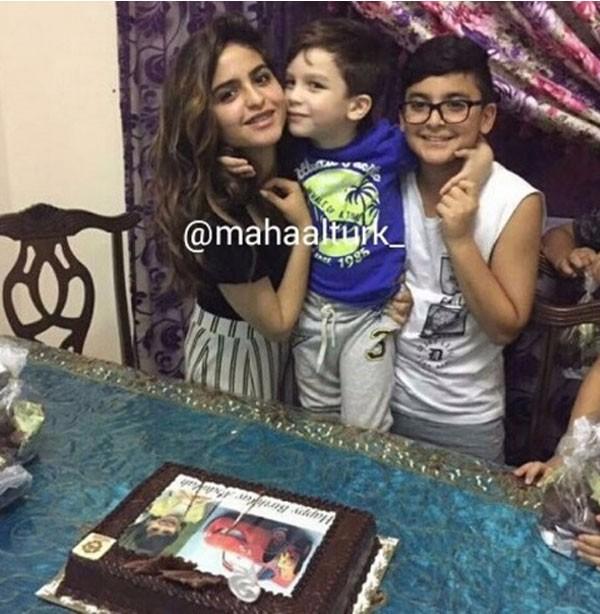 جولولي حلا الترك تحتفل بعيد ميلاد شقيقها شاهد
