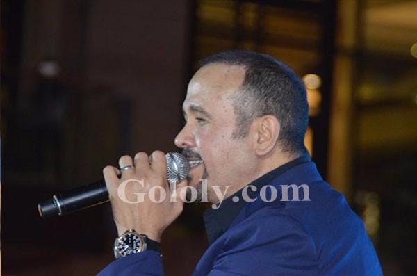 هشام عباس يشعل خيمة مول مصر باجمل الاغانى