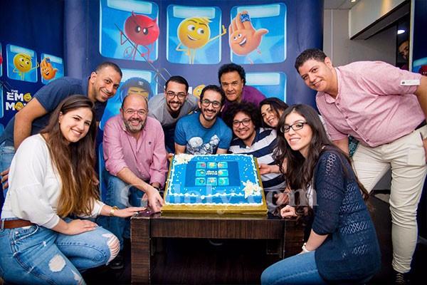 احمد حلمي يحتفل بفيلمه الجديد اﻻنميشن ( اﻻيموجيز )