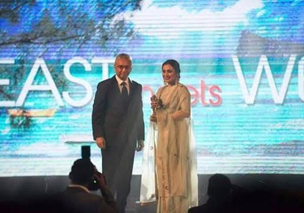تكريم راني موخرجي بجائزة في موريشيوس