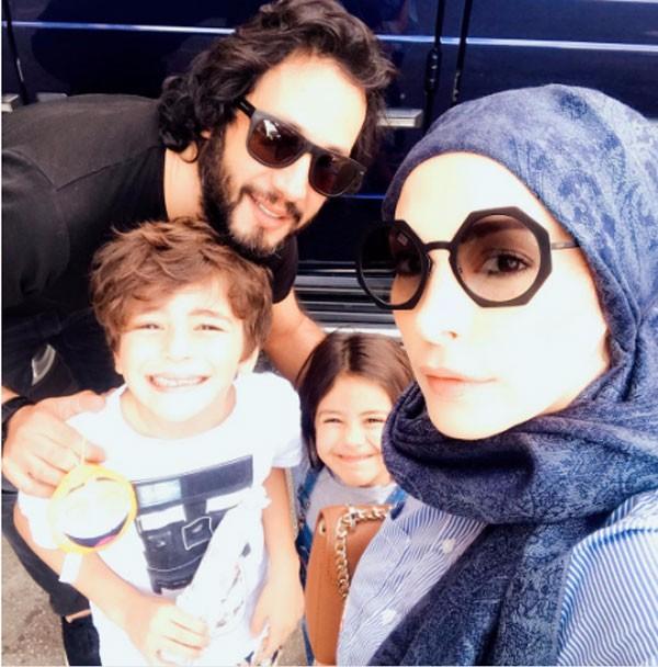 امل حجازي مع زوجها واولادها