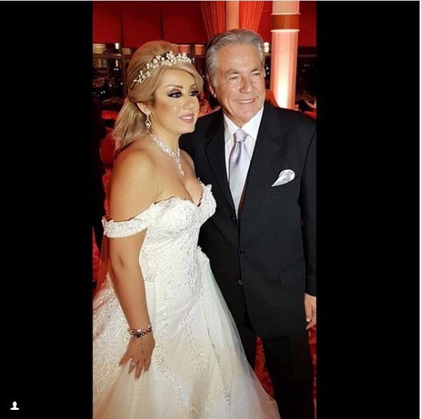 مصطفى فهمي وزوجته يحتفلان بزفافهما مرة ثانية
