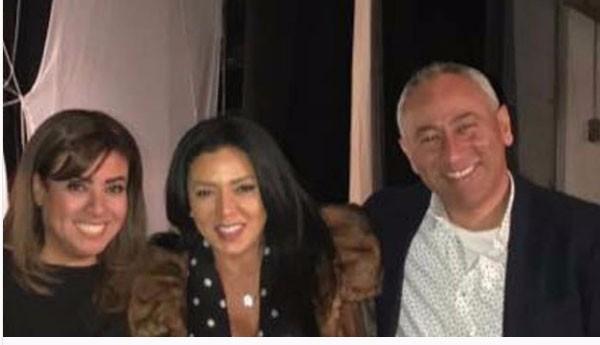رانيا يوسف وزوجها مع نشوى مصطفى
