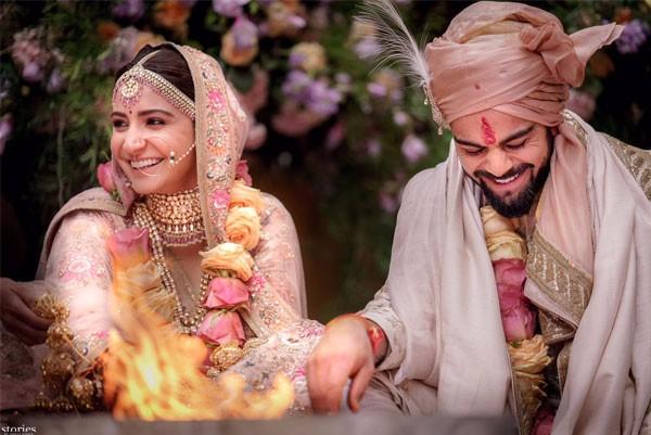 فيرات كولي يعلن رسميا زواجه من أنوشكا شارما.. صور