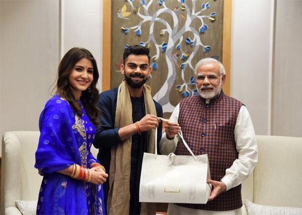 أنوشكا شارما تدعو ناريندرا مودي إلى حفل زفافها.. شاهد