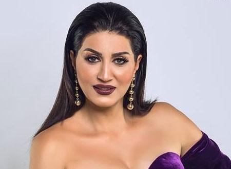 وفاء عامر تسحر جمهورها بفستان جرئ وماكياج يغير ملامحها.. صور