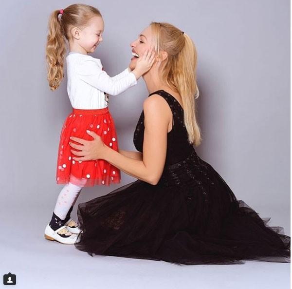 أحدث ظهور لمريم أوزيرلي ابنتها