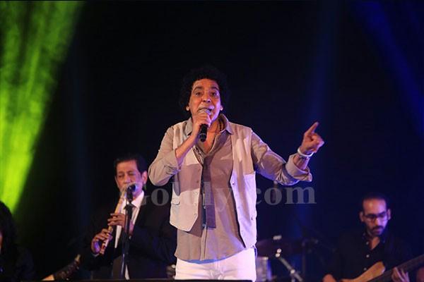 محمد منير يحيي حفل ختام مهرجان الاقصر عاصمة الثقافة العربية