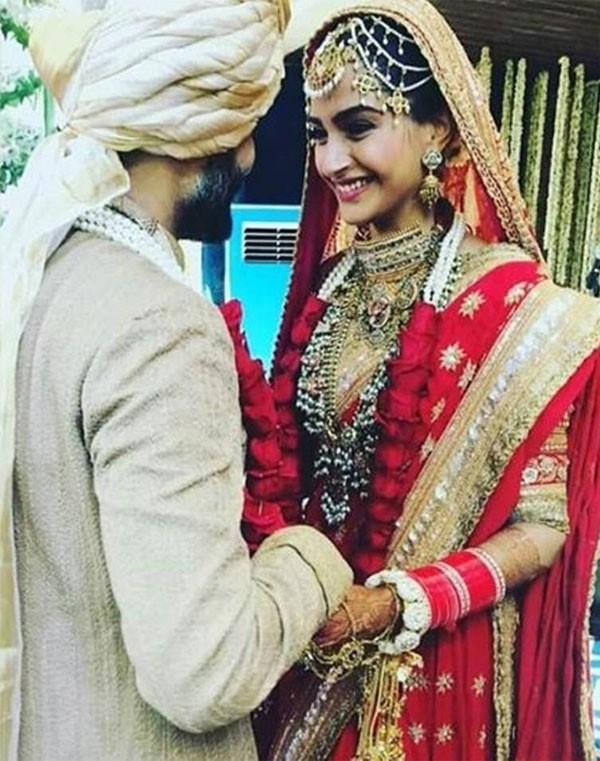 بالصور.. بوليوود تحتفل بزواج النجمة الهندية سونام كابور بحفل زفاف صباحي