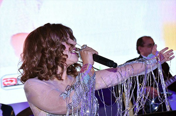 تكريم سميرة سعيد في حفل مؤتمر الأورام