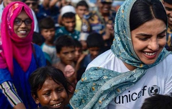 بريانكا شوبرا تزور مخيمات الروهينغا للاجئين في بنجلاديش.. صورة