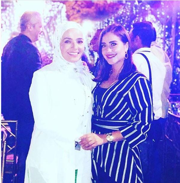 منى عبدالغني وابنتها