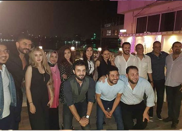 مصطفى شعبان يحتفل بنجاح ايوب مع نيللي كريم والنجموم