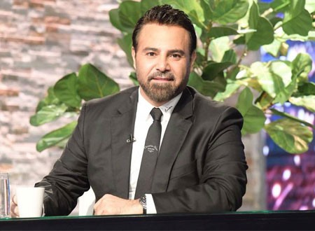 رغم إصابته.. عاصي الحلاني يحيي حفل زفاف شقيقة زوجته.. صور