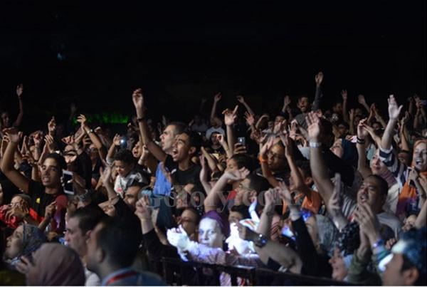 تامر حسني يتألق بحفل نادي الشمس