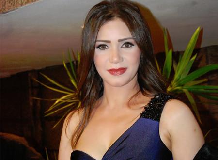 الممثلة إيناس عز الدين: إدعاء المرض للوصول للشهرة أصبح مرعبًا
