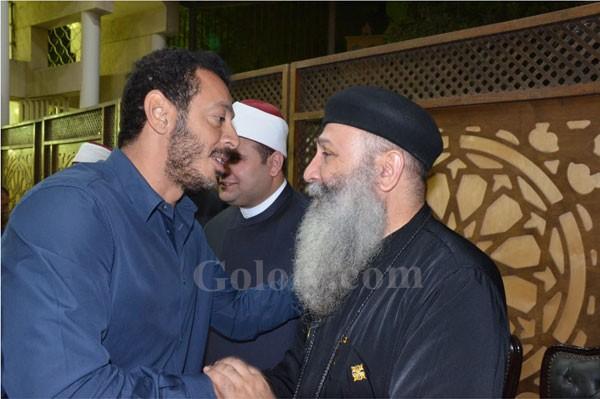 نجوم الفن والاعلام ورجال الدولة في عزاء شقيقة حسن راتب