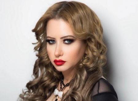 الإعلامية مي العيدان ترد على المشككين في جنسيتها الكويتية بهذه الصور.. شاهد