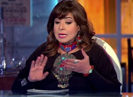 تعليق ناري من نشوى مصطفى على حادث إجبار شابين على القفز من القطار