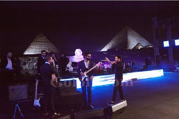 محمد حماقي يتألق بحفل عالمي علي سفح الاهرامات