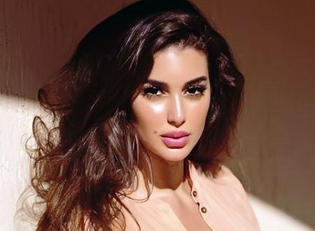 ياسمين صبري تستجم في باريس وتظهر بطلة جذابة.. شاهد