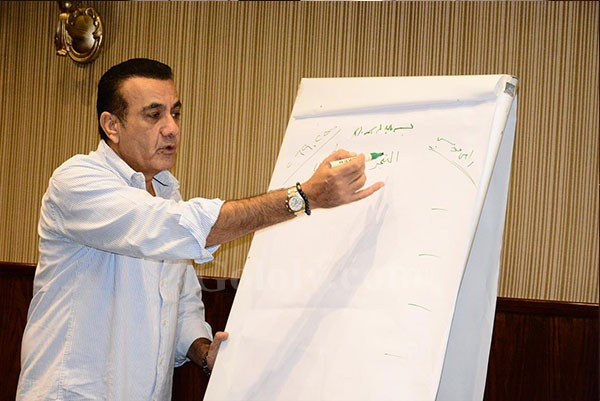 اسامة منير ونجوم الشباب فى محاضراته لإعداد وتدريب المذيع