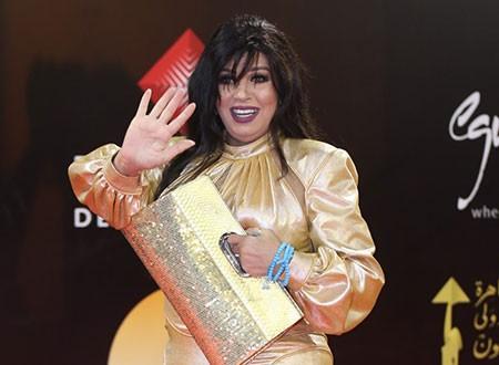 تعرف على سعر فستان فيفي عبده في مهرجان القاهرة الذي أثار جدلا.. صور