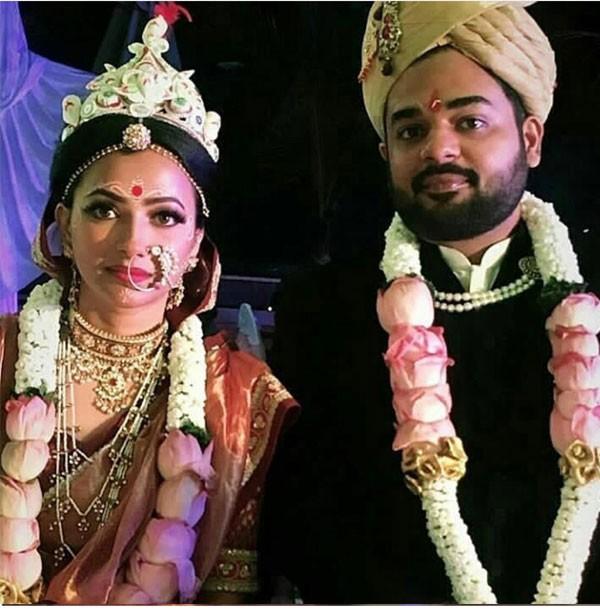 في طقوس هندوسية.. عقد قران الممثلة شويتا باسو براساد.. صور