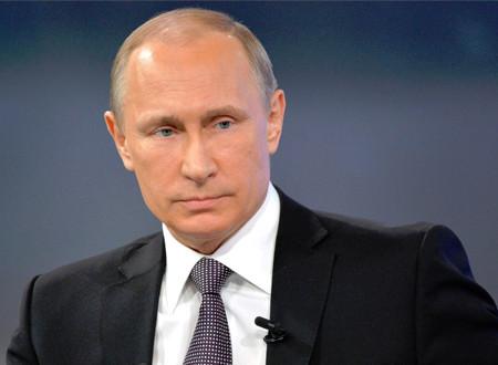 هدية فنية قيمة من فلاديمير بوتين للبابا فرانسيس.. فيديو
