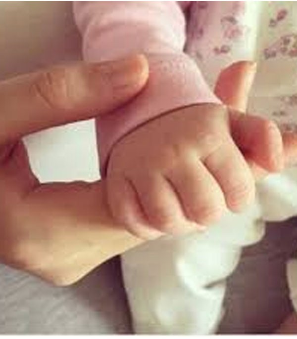 هبة مجدي وابنتها