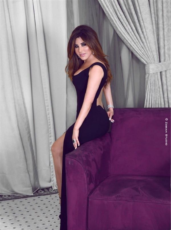 نجوى كرم تحتفل بتوقيع عقدها مع روتانا