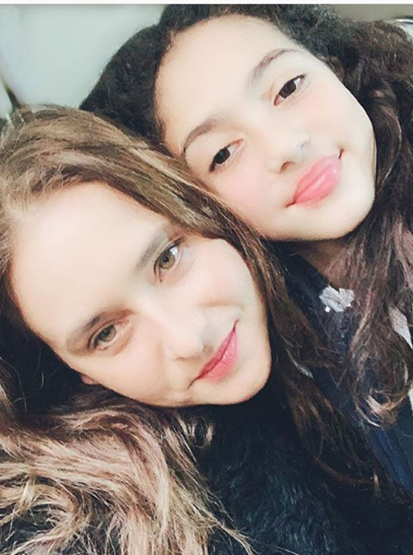 نيللي كريم وابنتها