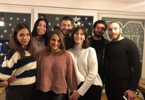 النجمة التركية ميراي دانر تحتفل