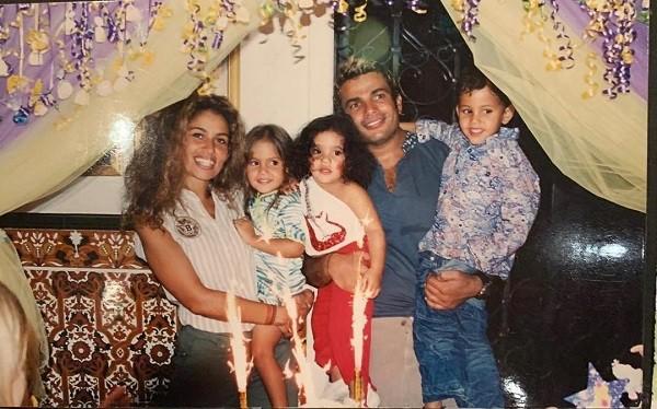 عمرو دياب وزوجته واولاده