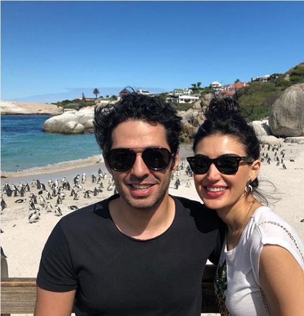 النجم التركي ميرت فرات وزوجته
