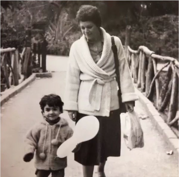 الممثلة بسمة ووالدتها